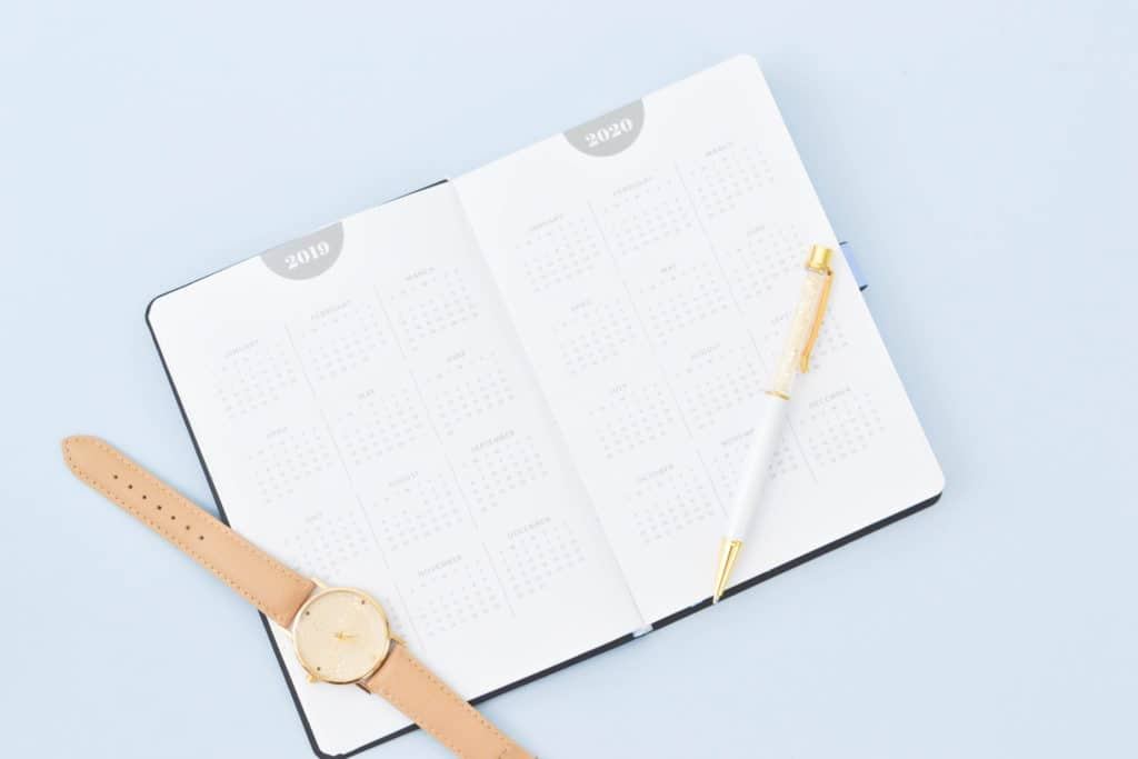 Personal goals are targets that you keep to perenially improve yourself. This post will help you understand how to write personal goals that you can actually achieve and then give you loads of examples that you can use to create your own!